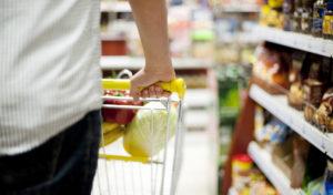 Vyšší minimální mzda může zlikvidovat vesnické prodejny, upozorňují odborníci