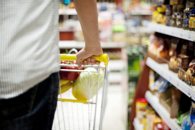 Řetězce žádají vládu o důrazný postup proti dvojí kvalitě potravin