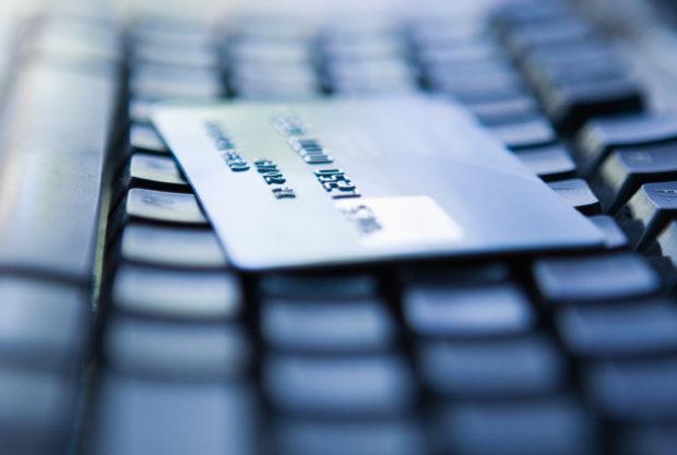 V prvním pololetí utratili Češi na internetu 74 miliard korun, meziročně o 28 % více
