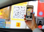 Na čerpacích stanicích Shell bude možné platit mobilem či tabletem. Ale jen z auta