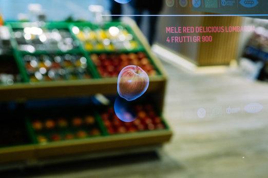 Supermarket budoucnosti v italském Miláně: Stačí mávnout rukou a o výrobku víte vše