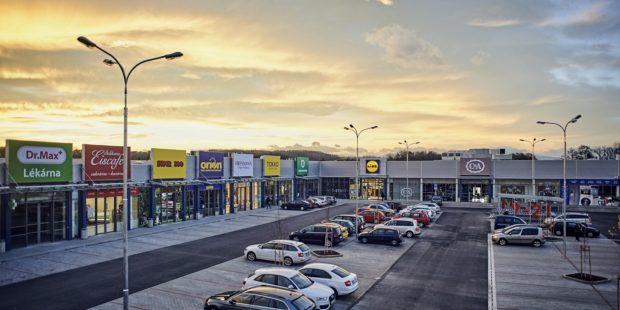 Lidl otevřel tři přestavěné prodejny, zcela novou v Havířově. V Česku má 232 obchodů