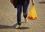 Igelitové tašky zadarmo v Česku od příštího roku končí