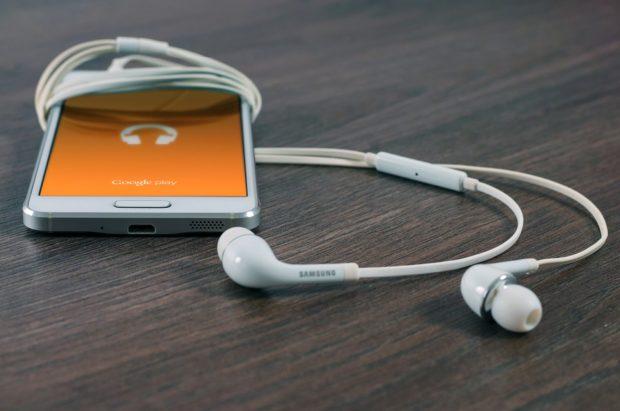 Datart začal prodávat elektroniku ve vlacích, největší zájem je o sluchátka