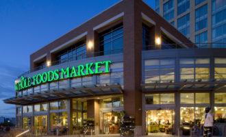 Amazon převezme americkou síť s potravinami Whole Foods Market. Může to zatřást trhem