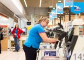 Řetězce výrazně zvyšují mzdy. Růst platů oznámily Penny Market, Tesco i Albert