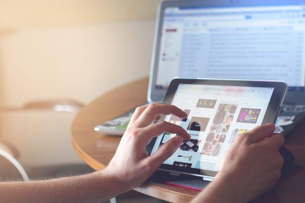 Češi nechali v prvním pololetí na internetu 46,4 miliardy korun