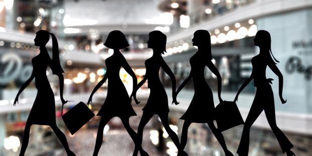 """Jak nakupujeme? Ženy """"sbírají"""", muži """"loví""""."""