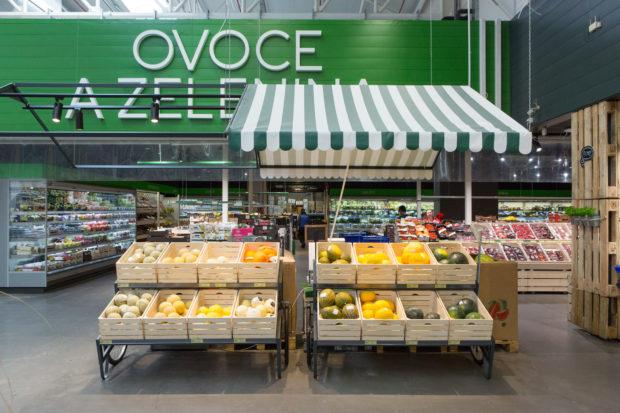 Prodejna Makra v pražských Stodůlkách ukazuje nový koncept prodeje. Má i kuchyni na kulinářské experimenty