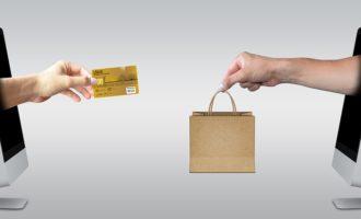 Za nákup v e-shopech se nejčastěji platí on-line kartou a převodem z účtu