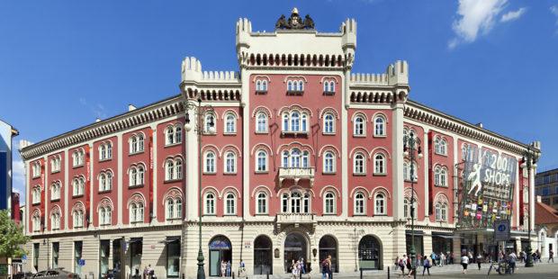 Pražské Palladium přes víkend oslaví deset let. Na svou budovu bude pouštět projekci