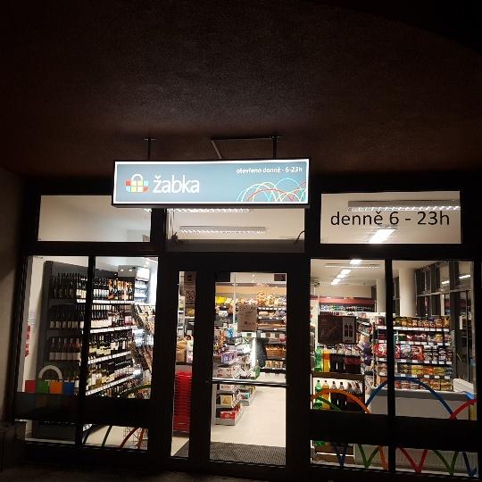 Nová pražská prodejna je stejně jako ostatní ze sítě otevřena denně od  šesti hodin ráno do jedenácti večer. 0bb5b5ac56