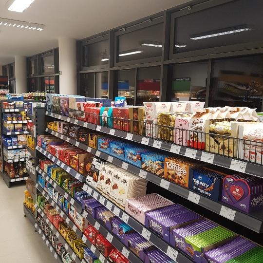 V současnosti provozuje obchodní síť Žabka celkem 99 prodejen a v brzké  době má v plánu otevírat další. Žabka je původně polská síť obchodů s  potravinami 1f28b2e0cb