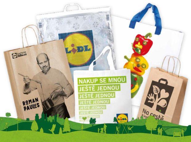 Igelitové tašky už nesmí být v obchodech zadarmo. Kvůli životnímu prostředí