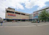 Tesco prodalo další obchodní dům, tentokrát v Hradci Králové. Realit se na českém trhu rychle zbavuje