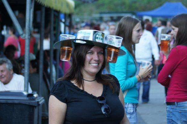 Pivo pije téměř 60 procent Češek, dopřejí si jej v průměru dvakrát týdně