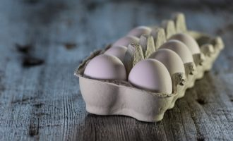 Lidl nebude od roku 2025 prodávat vejce z klecových chovů