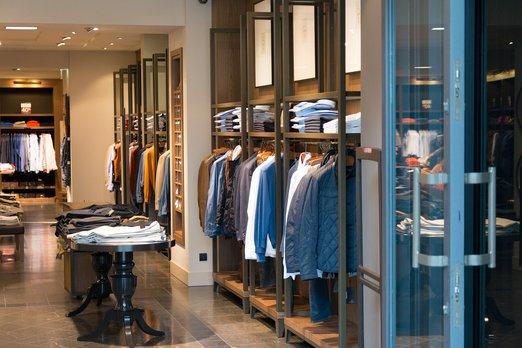 Nákupy módy online rostou. Boom se očekává s nástupem technologií rozšířené reality a umělé inteligence