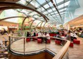 Obchodní centra zvětšují zóny pro stravování, dnes je to v průměru 10 procent plochy