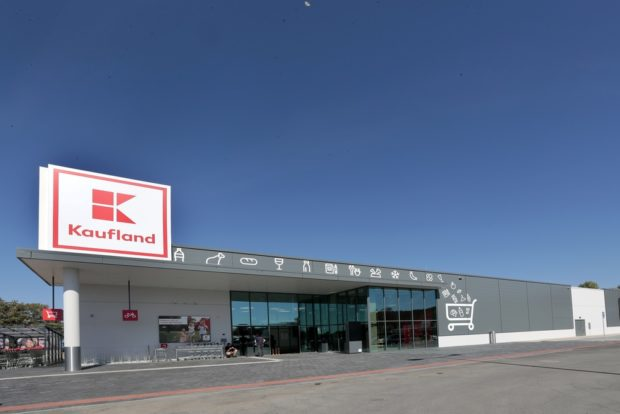 Kaufland otevřel svou 130. prodejnu. Obchod ve Šternberku má digitální obrazovky i čtečky EAN kódů