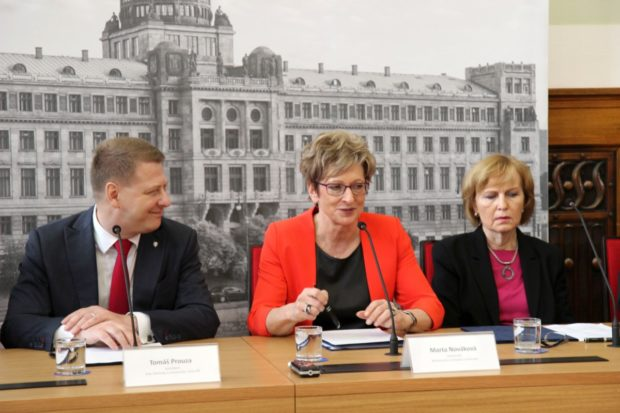 Bezhotovostní platby mají pomoci českému hospodářství
