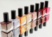 Téměř polovina Čechů nakupuje kosmetiku jen v akci, případně čeká na speciální nabídku
