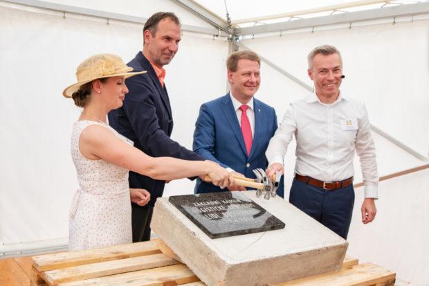 Lidl otevře 15 nových prodejen a u Buštěhradu staví obří logistické centrum