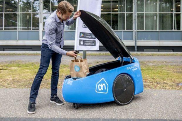 Albert testuje robota, který přiveze nákup až ke dveřím