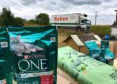 Projekt firem Nestlé a Raben daroval zvířatům v útulcích už 20 tun krmiva