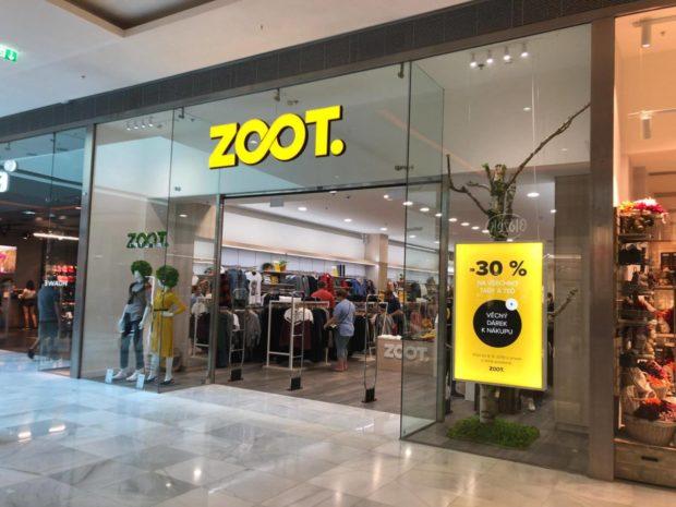Zoot buduje síť kamenných prodejen, první otevřel v obchodním centru Černý Most