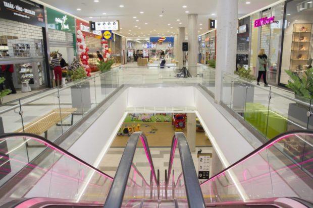 Vánoční dárky v obchodním centru nebo kamenné prodejně nakoupí 42 % Čechů