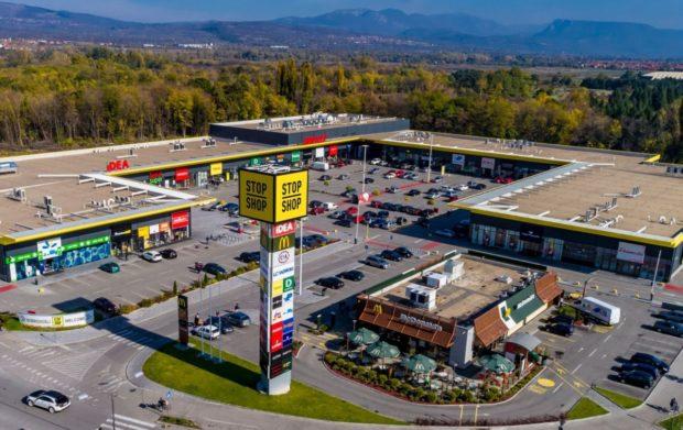 Nákupní parky Stop Shop se rozšiřují o osm míst