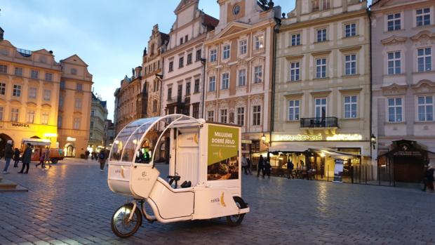 Rohlik.cz testuje doručení nákupu v centrech měst prostřednictvím elektrokol