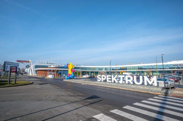 Otevřelo se nové obchodní centrum Spektrum v Čestlicích