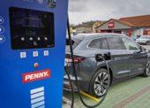 Penny Market instaluje u prodejen dobíjecí stanice pro elektromobily