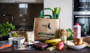 Rohlik.cz představuje ekologicky šetrné nákupní tašky i dvě nové značky